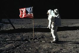 第一个登上月球的人是谁?