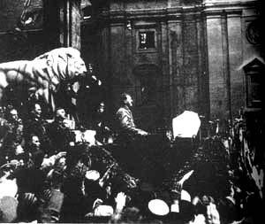 """1923年11月8日 希特勒发动""""啤酒店暴动"""""""